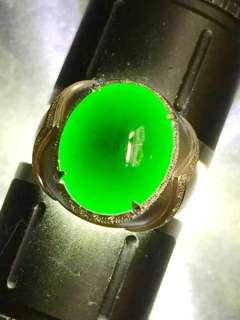 墨翠:【戒指】完美無裂紋,18K金+南非大鑽鑲嵌,細膩乾淨,黑度極黑,性價比高,雕工精湛,打燈透綠,薄利多銷,一手貨源,批發價:¥12800,圈口: 20  可免費更改