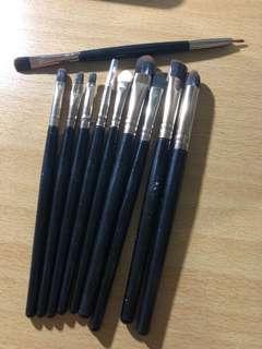 Makeup brush 10