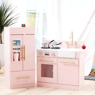 Nix's pink kitchen playset
