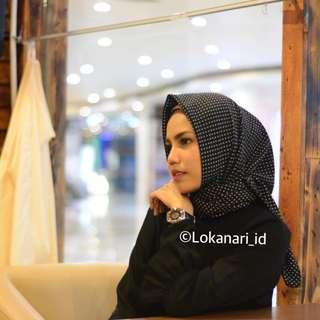 Hijab Segi Empat Pulkadot