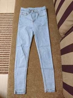 🚚 顯瘦窄管牛仔褲  淺藍色
