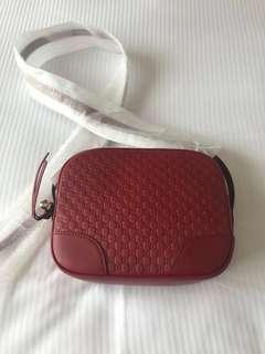 全新Gucci紅色斜背袋(100%正品)