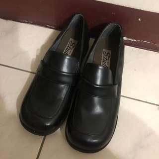 🚚 面試專用皮鞋(只穿過一次)