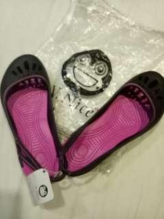 Ala Crocs brand new (size 3 in Bata school shoe)