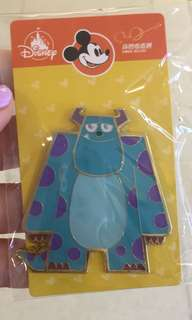 Disney momo pins trading 迪士尼徽章