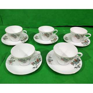 Little Chrysanthemum Tea Cups and saucers 5 set, made in China. 小菊花茶杯碟5套,中国制造
