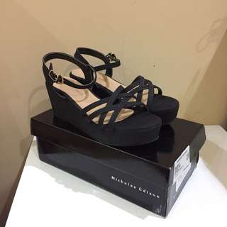 Black Straps Wedges