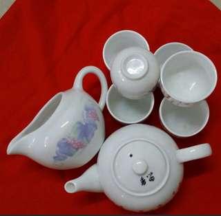 Porcelain 6 cup, 1 tea pot n 1 jar