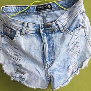 Ripped short denim pants