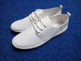 🚚 韓國小白鞋40號(超級軟)