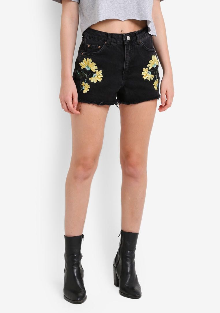 146015a6c0 Topshop MOTO Floral Embroidered Mom Shorts, Women's Fashion, Clothes on  Carousell