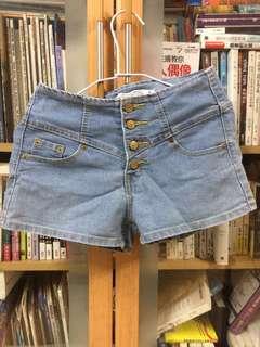 🚚 高腰排扣短褲