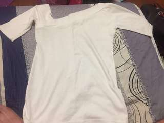 🚚 五分袖彈性白色斜肩上衣