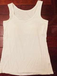 🚚 Korea brand - Gummzi 夏日純白小背心(附胸墊,可直接單穿)#夏季必備