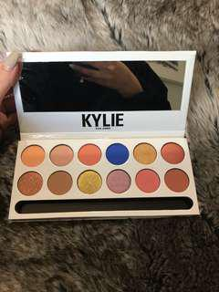 AUTHENTIC: Kylie cosmetics royal peach palette