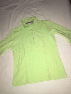 Kaos polo hijau muda