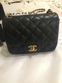 美品Chanel黑色羊皮金扣mini flap bag小方胖 17cm
