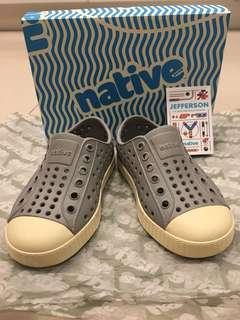 🚚 native 防水洞洞休閒鞋 C7 14公分 少穿9成新 附鞋盒及原廠保護紙