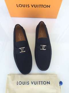 LV Men shoe ND0618#1   Mirror Quality, bahan kulit asli size 39-44.   Insole 39 = 25,5cm 40 = 26,5cm 41 = 27cm 42 = 27,5cm 43 = 28cm 44 =28,5cm Include dustbag & box.    Berat 1kg  H 1.380.000