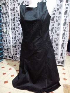 Long black sleeveless dress