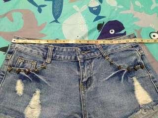 Skull studded jeans short