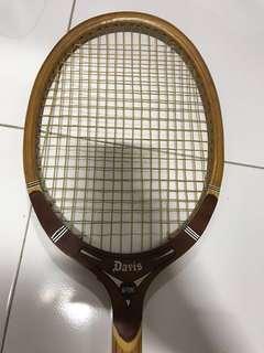 Vintage wooden tennis racket - Davis Hi Point