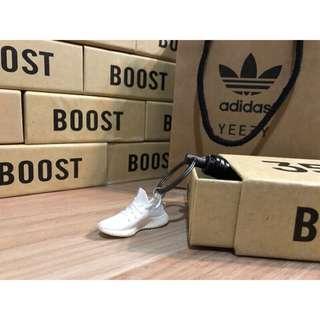 "[FutureStore]❗️少量現貨❗️ Adidas yeezy boost 350 v2""white""純白 吊飾"