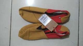 Wakai BNWT Size 42
