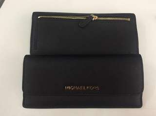MICHAEL KORS FLAT WALLET IN BLACK