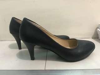 Minhu Black Heels