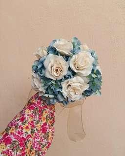 Menerima tempahan untuk membuat Hand Bouquet