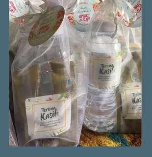Set kacang, Air & packaging