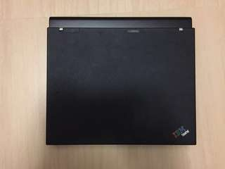 IBM Thinkpad X60 with 8 cell battery