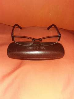 Channel Eyeglass