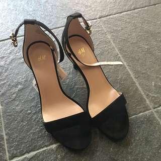 🚚 H&M 細跟高跟鞋