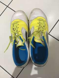 Sepatu adidas f10 putih ori ukuran 44.5