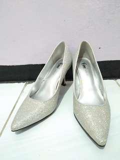 heels fioni night