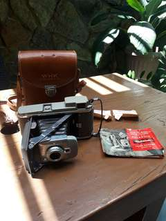 Vintage Polaroid Land Camera model 80 with original peather bag