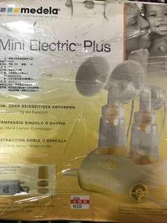 🚚 瑞士原裝medela全新有拆针小型双邊吸乳器(原價4800可去藥粧店詢價)