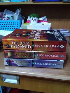 The Kane Chronicles - Rick Riordan (Red Pyramid, Throne of Fire, Serpent's Shadow)