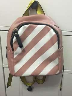 🚚 粉色小後背包