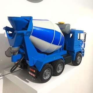 Mainan truk