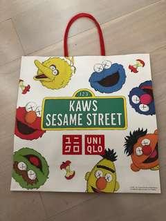 Kaws x Seasame Street 紙袋 (Uniqlo 芝麻街crossover)