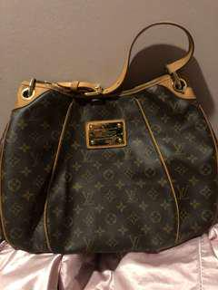 LV Monogram Galliera PM with receipt purchased at $1930