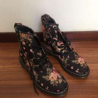 Dr. Martens special edition Boots (Ori)