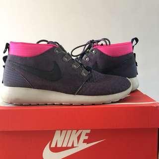 Nike Rosherun Sneaker Boot size 10.5