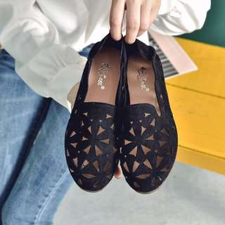 Women Suede Breathable Floral Carving Peas Shoes Casual Plus Size Flat Shoes [Black/Khaki/Pink/Green]