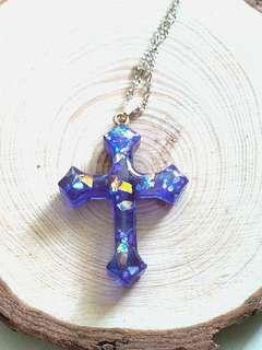 紫色十字架頸鍊