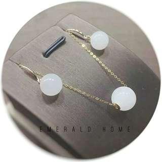 自家緬甸玉石珠寶完美追求者之選 。 價格: $1800HKD 玉石: 和田白玉套裝 色澤: 白色 尺寸: 耳環9.5 吊咀10mm 鑲嵌: 18k金 (需先過數預訂後交收限8套/需時約3日)