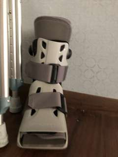 Airboot cast and crutches